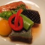 有栖川 清水 - 煮物   丸茄子オランダ煮                            丸南京  蓬麩             きんき煮付け   赤万願寺                 スナップエンドウ