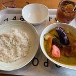 Kuu - タンドリーチキンと野菜カレー(タイスープ)