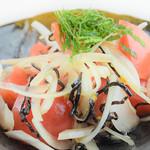 とめ手羽 - 料理写真:トマトと塩昆布のさっぱり和え