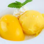 とめ手羽 - 料理写真:アイスとプリンWマンゴー