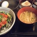 108947666 - マグロユッケ丼定食 890円