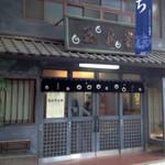 玉泉堂本舗 - 道後商店街の中にありながら、観光客相手のお店ではありません。