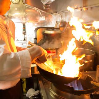 シェフが1品1品丁寧に作り上げた中華料理とタイ料理を堪能♪