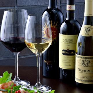 [シェフ厳選]仏・伊・西など、様々な産地の絶品ワインが充実