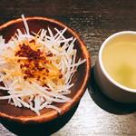 五反田 銭場精肉店 溶岩焼肉  - 大根サラダとスープ