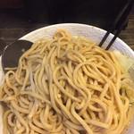 炭火焼き鳥 楽 - 天地返しで堂々とした太麺は240g
