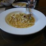 10896671 - モツァレラチーズとバジルのパスタ