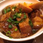 銀座天龍 - 屋台風豚の角煮丼 角煮アップ