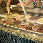 スリーツインズアイスクリーム - 12種類ありました。どれにしようかな?