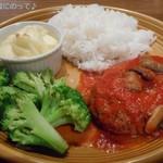 108967015 - 自家製煮込みハンバーグ~マッシュルームトマトのソース~