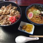 お食事処 南海 - スタミナ丼+ミニ味噌ラーメン ¥580