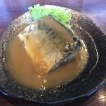 108969201 - 定番の鯖味噌煮は腹身を頂くとトロトロでまたまた生ビールをぐびぐび飲んでしまう。