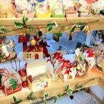 手作りケーキとパンの店リェヴル - クリスマス一色です