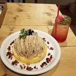 108979279 - モンブランパンケーキのハーフと苺レモネード