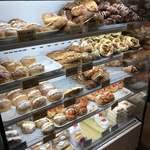 108979280 - この日のパンのラインナップ                       訪問時期は3月中旬