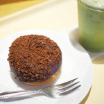 ハニーミツバチ珈琲 - チョコクランチドーナツ、抹茶オーレ(S・ICE)