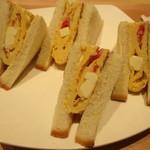 カフェ カリオカ - タマゴの中にはトマト&チーズIN!