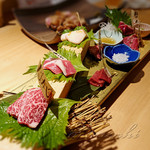 居酒屋 ニクヤウサギ - 料理写真:肉刺し盛り合わせ①