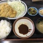 とんかつなおえ - 料理写真:Bトンカツ(ロース)定食=1000円 小皿はサービスコーナーから