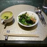108998088 - ランチのスープとサラダ