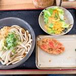 駅前うどん - 料理写真:ぶっかけ(冷)中サイズ&レンコン天と、無料野菜