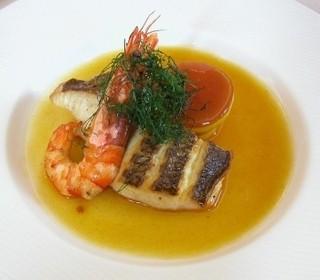 ベル・エポック - 鮮魚のポワレ・フェンネルとサフランの香りブイヨン