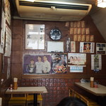 勝三寿司 - 店内(テーブル席)
