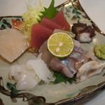 勝三寿司 - 刺身盛合せ