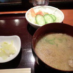 ギン酒場 - とん汁、サラダ、お新香付き ¥780