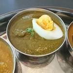 インドのライオン - ゆで卵が後から追加されました。