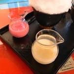 阿左美冷蔵 - いちごミルクとメロンミルク
