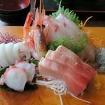 海花亭 - 新鮮な刺身