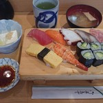 扇寿司 - にぎり寿しみそ汁一品付き¥840-