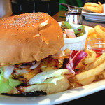 Trattoria LOGIC - ランチで食べたハンバーガーのプレート。