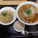 小さな中華屋さん 薫 - 料理写真:ラーメン+玉子チャーハン