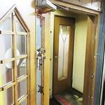 シチューの店 おのでら - 地下も二重扉、です。