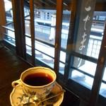 茶房こでまり - 店の窓から