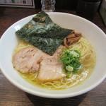 コトホギ - 料理写真:白醤油ラーメン(大盛り) 700円