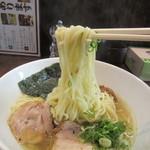 コトホギ - 白醤油ラーメン 麺リフト