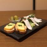 燻製バル イブリオ - スモーク盛りあわせ3種(チーズ、オリーブ、スモークチキン)