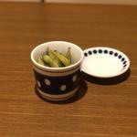 燻製バル イブリオ - お通し(枝豆の燻製)