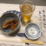 大衆割烹 ひかり - 料理写真:お通し(小エビの素揚げ)&ビール