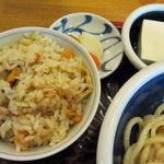 讃岐うどん さぬきや - 定食はかやくご飯・漬物・小鉢