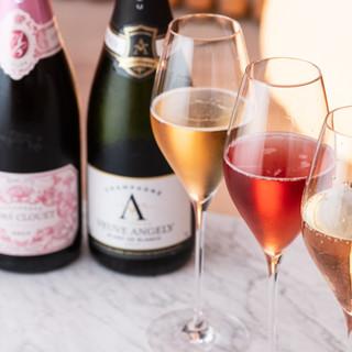 スウェーデン王室御用達のシャンパンも◎夜は素敵なバータイム