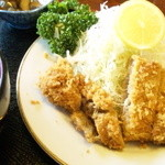 串亭 - 米沢豚のとんかつ!お塩で食べるとんかつは初めてでした。すごいジューシーで美味でした!写真は一切れ食べた後^^;