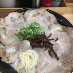 博多元気一番!! - 肉盛りラーメン (´∀`)/ 麺ミセ