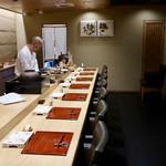 鮨旬美西川 - 高級感のある落ち着いた雰囲気