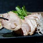 地鶏とお酒×完全個室 鳥心はなれ - 奥三河鶏チャーシュー
