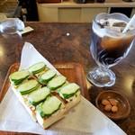 松ノ木 - 料理写真:アイスコーヒー&トースト