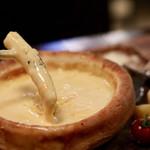シカゴピザと7種のチーズフォンデュ食べ放題 Cheese kitchen - チーズをたっぷりディップして♪